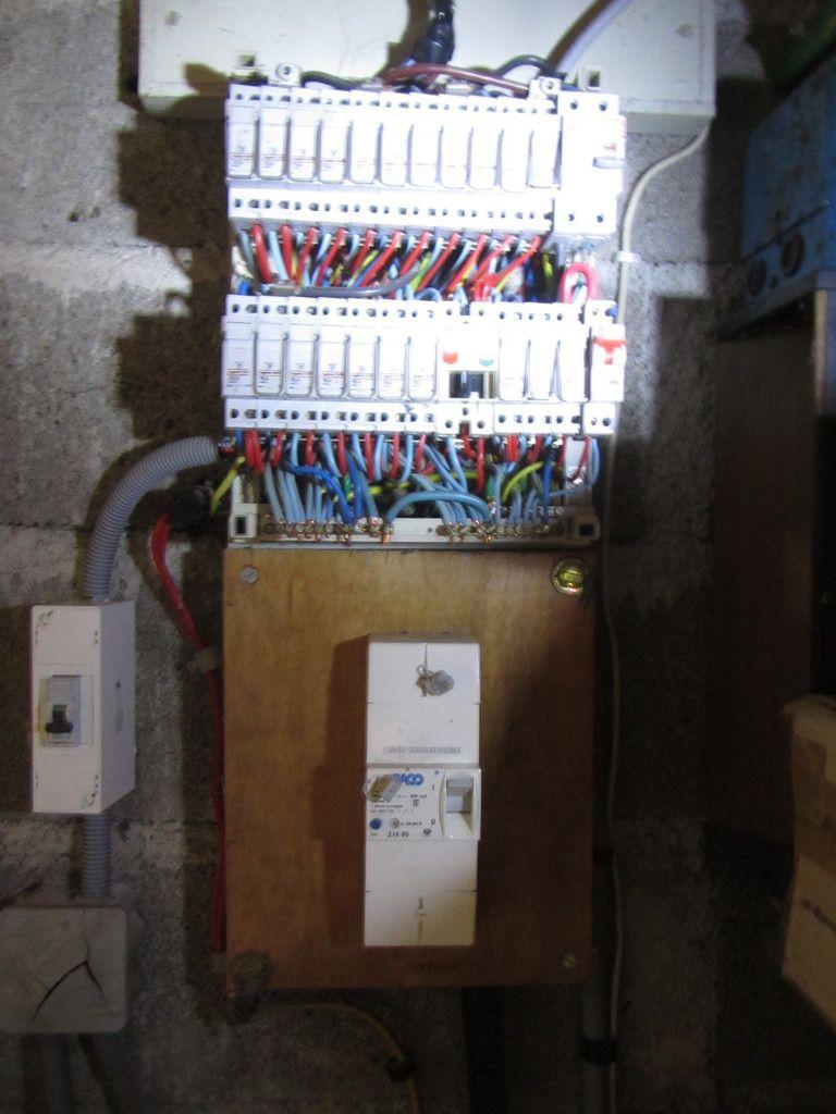 Ancien tableau électrique à rénover