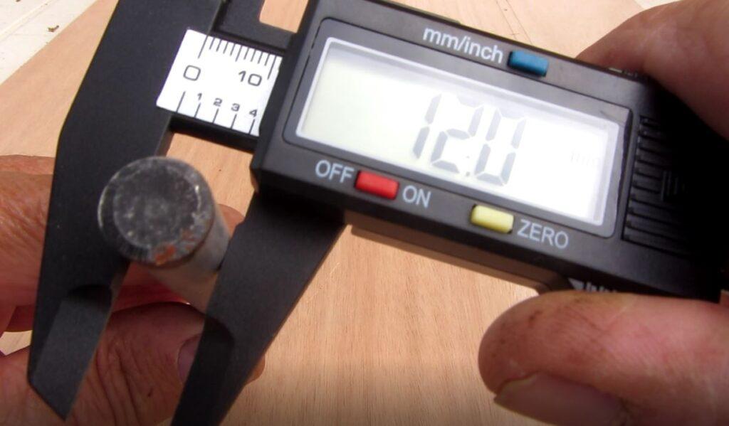 Mesure du diamètre avec le pied à coulisse numérique